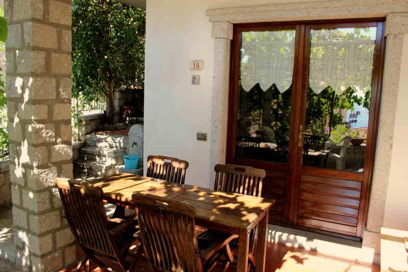 Die Wohnung besticht ausserdem mit einem großzügigen Terrassenbereich