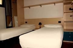 Schlafraum mit zwei Einzelbetten