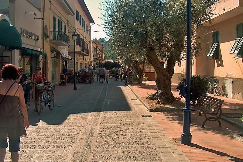 Marina di Campo Via Roma Südblick